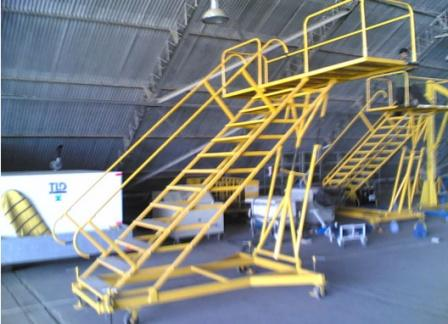 SERVICING LADDER ADJUSTABLE FOR AIRCRAFTS OC-14